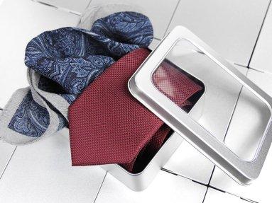 krawat i poszetka w opakowaniu aluminiowym