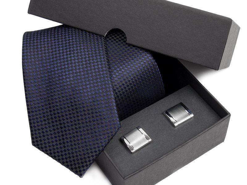 Zestaw upominkowy: Krawat jedwabny Venzo + spinki do mankietów zapakowane w eleganckie opakowanie kartonowe 465
