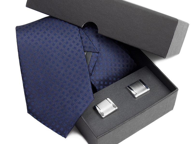 Zestaw upominkowy: Krawat jedwabny Venzo + spinki do mankietów zapakowane w eleganckie opakowanie kartonowe s520