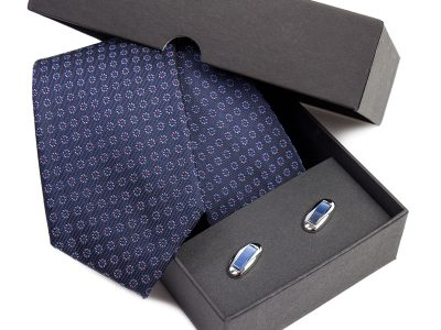 Zestaw upominkowy: Krawat jedwabny Venzo + spinki do mankietów zapakowane w eleganckie opakowanie kartonowe s538
