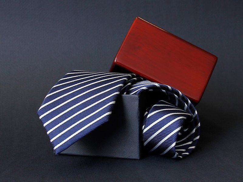 opakowania drewniane na krawaty