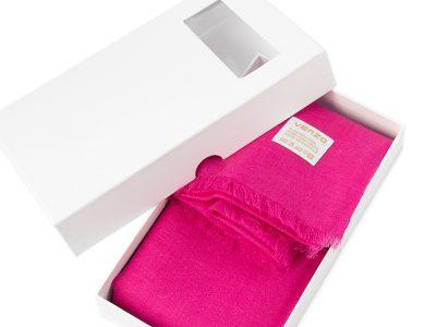 białe pudełko kartonowe na apaszkę