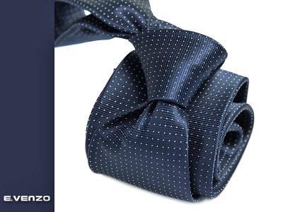 granatowy krawat